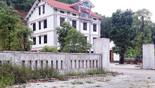 UBND xã Phúc Trạch buông lỏng quản lý khi để cho 1 trường hợp chiếm đất xây dựng nhà ở, quán kinh doanh dịch vụ trái phép trên đất nông nghiệp với tổng diện tích hơn 3,410 m2 (Ảnh: T.H)