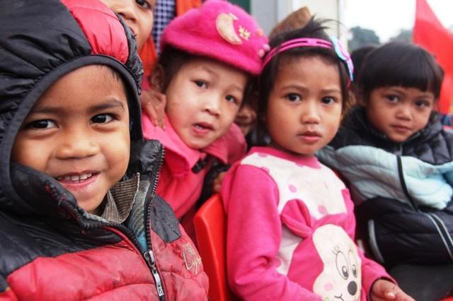 Niềm vui của các em học sinh ở bản Sy trong ngày khánh thành điểm trường mới