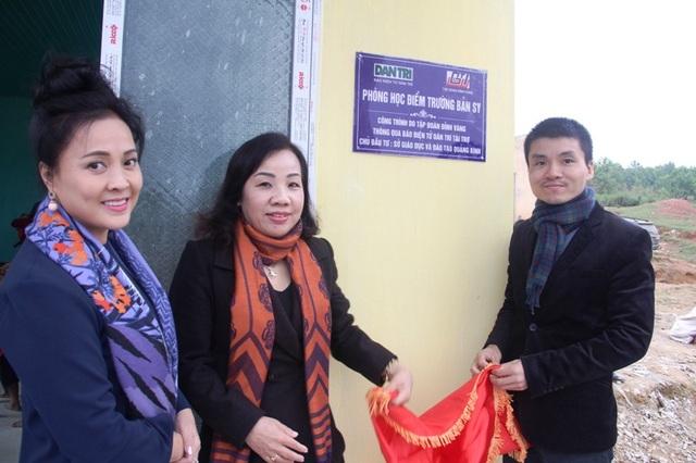 ... và bàn giao phòng học Dân trí tại bản Sy, Quảng Bình