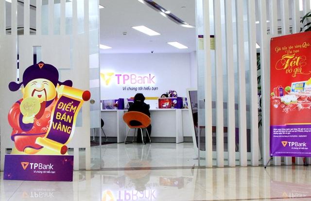Khách hàng có nhu cầu mua vàng Thần tài có thể thanh toán trên eBank và tới các điểm giao dịch của TPBank để hoàn thành thủ tục nhận vàng