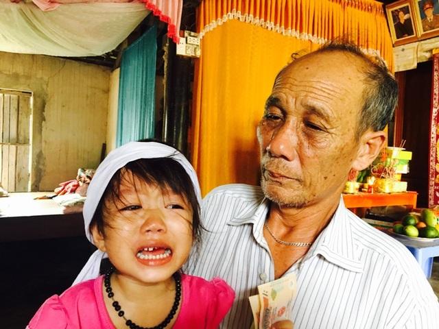 Gia đình bé Thanh Thanh đang rất cần sự chung tay giúp đỡ của các nhà hảo tâm, của cả cộng đồng xã hội để anh Tiên có điều kiện chữa trị