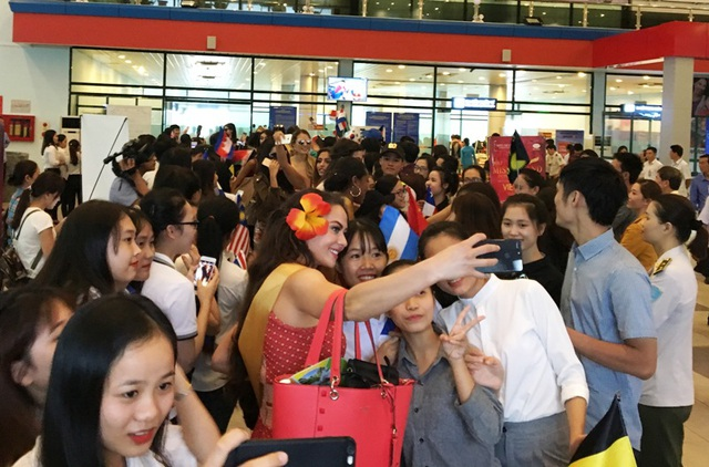 Người hâm mộ vây kín dàn hoa hậu Miss Grand International 2017 - 10