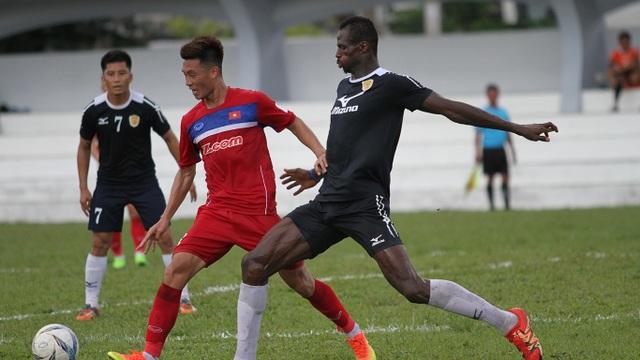 Huy Hùng giữ vị trí tiền vệ phòng ngự thay Hoàng Thịnh trước đây (ảnh: Trọng Vũ)