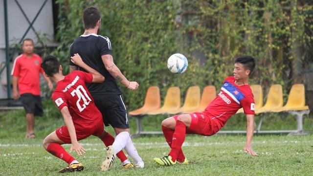Đội tuyển Việt Nam không thể có thế trận lấn lướt trước CLB TPHCM (ảnh: Trọng Vũ)