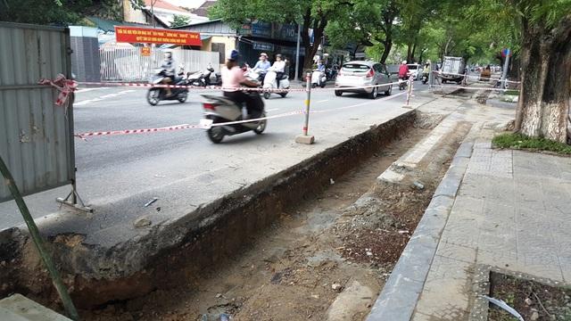Nhiều con đường tại trung tâm TP Huế vẫn còn ngổn ngang