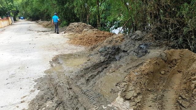 Một điểm tập kết chất thải ở ven sông Như Ý, kiệt đường Nguyễn Lộ Trạch