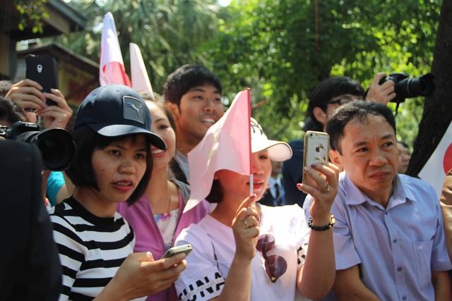 Những gương mặt háo hức của hàng ngàn người tại Huế