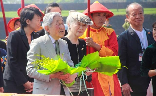 Du khách và người dân Huế háo hức đón Nhật hoàng vào thăm Hoàng Cung Huế - 8