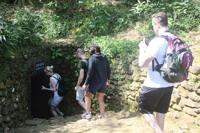Bên cạnh việc phát triển du lịch sinh thái thì du lịch lịch sử cũng hút khách đến Quảng Trị