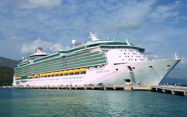 Có gì bên trong chiếc siêu du thuyền giá gần trăm triệu cho mỗi chuyến đi - 1