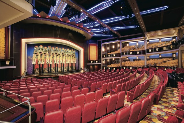 Rạp hát đẳng cấp bên trong khoang tàu.