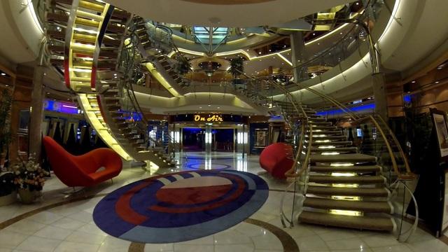 Có gì bên trong chiếc siêu du thuyền giá gần trăm triệu cho mỗi chuyến đi - 3