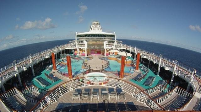 Có gì bên trong chiếc siêu du thuyền giá gần trăm triệu cho mỗi chuyến đi - 7