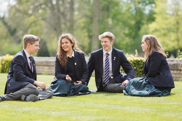 Học sinh trường nội trú Culford trong giờ ra chơi