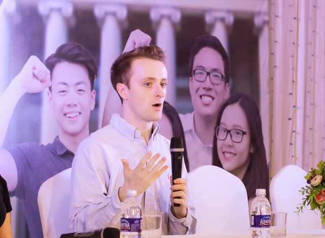 """Thầy Colm (người Mỹ, tốt nghiệp ĐH Harvard) khuyên phụ huynh Việt không """"cố đấm ăn xôi"""" ép con tham gia hoạt động không yêu thích."""