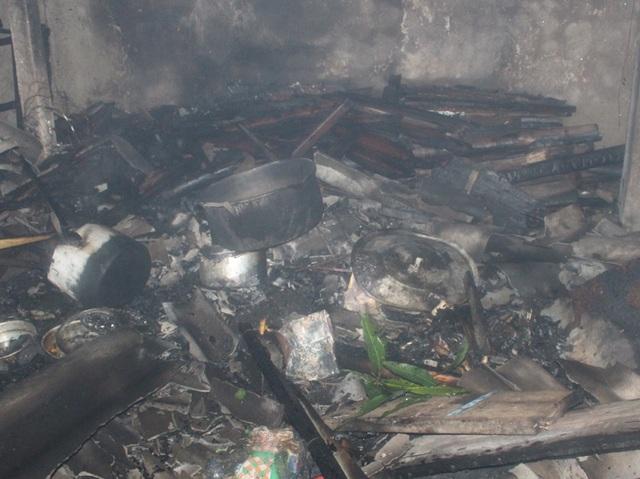 Bếp đun bánh chưng được đặt gần đống củi là nguyên nhân dẫn đến hỏa hoạn.