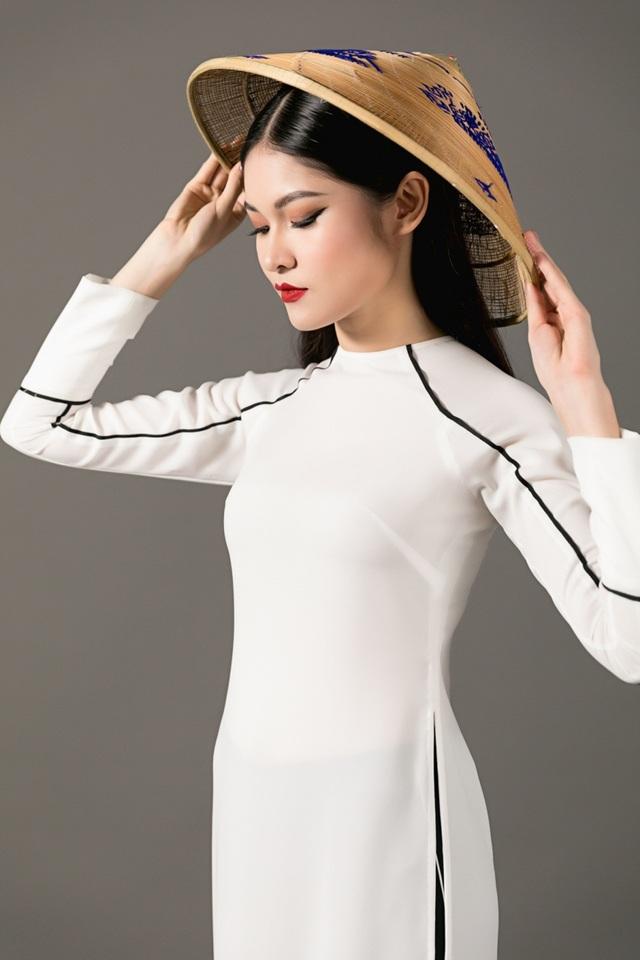 Chính trên hành trình ấy, Thuỳ Dung mong muốn tìm kiếm bản thân mình là ai? Và câu trả lời ấy được khắc hoạ rõ nét hơn qua chính những lời tự sự chân tình từ gia đình, bạn bè của cô xuyên suốt một năm kể từ khi đăng quang Á hậu 2 Hoa hậu Việt Nam 2016.
