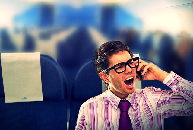 Nhiều hãng hàng không trên thế giới quy định phải tắt điện thoại di động trên máy bay