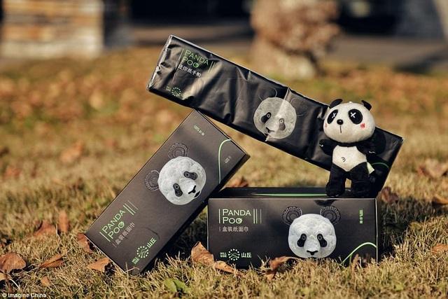 Loại giấy ăn có tên Panda Poo này được làm từ chất xơ trong phân gấu trúc. (Nguồn: Daily Mail)