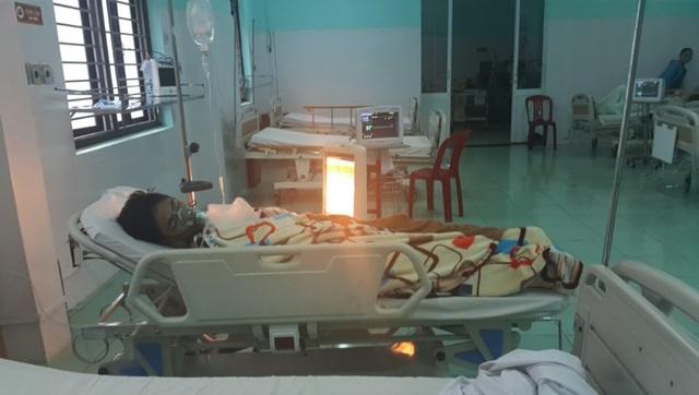 Em Gia Bảo đang cấp cứu tại bệnh viện vụ đuối nước