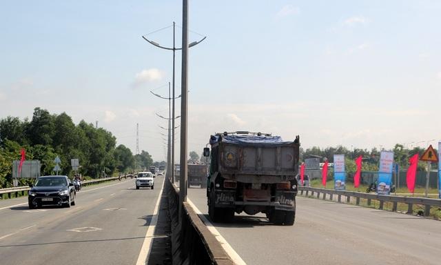 Tuyến đường dài 9,6km đi qua quận Bình Tân và huyện Bình Chánh