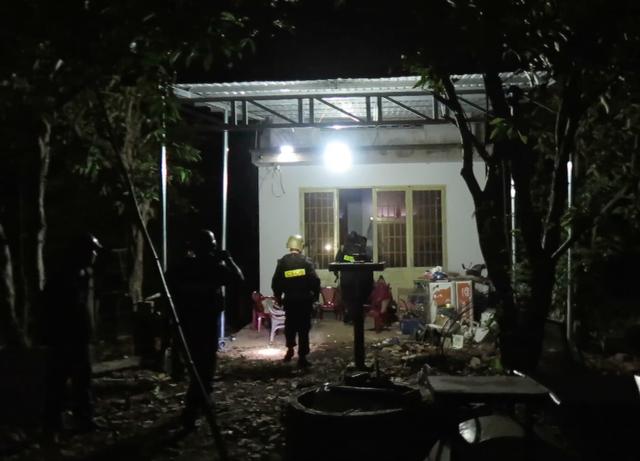 Cảnh sát ập vào bắt giữ các đối tượng trong đường dây sản xuất ma tuý