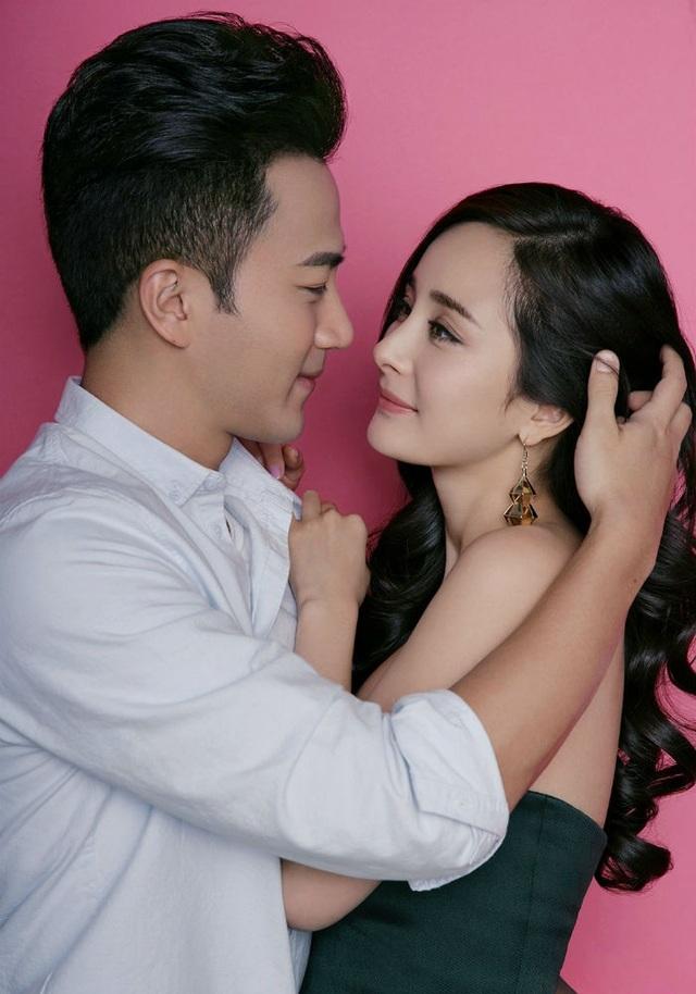 Lưu Khải Uy và Dương Mịch làm đám cưới vào tháng 1/2014 và sinh con gái đầu lòng vào mùa hè năm đó. Khoảng một năm nay, cặp đôi không xuất hiện bên nhau trong các sự kiện, làm rộ lên tin đồn hôn nhân rạn nứt giữa hai người.