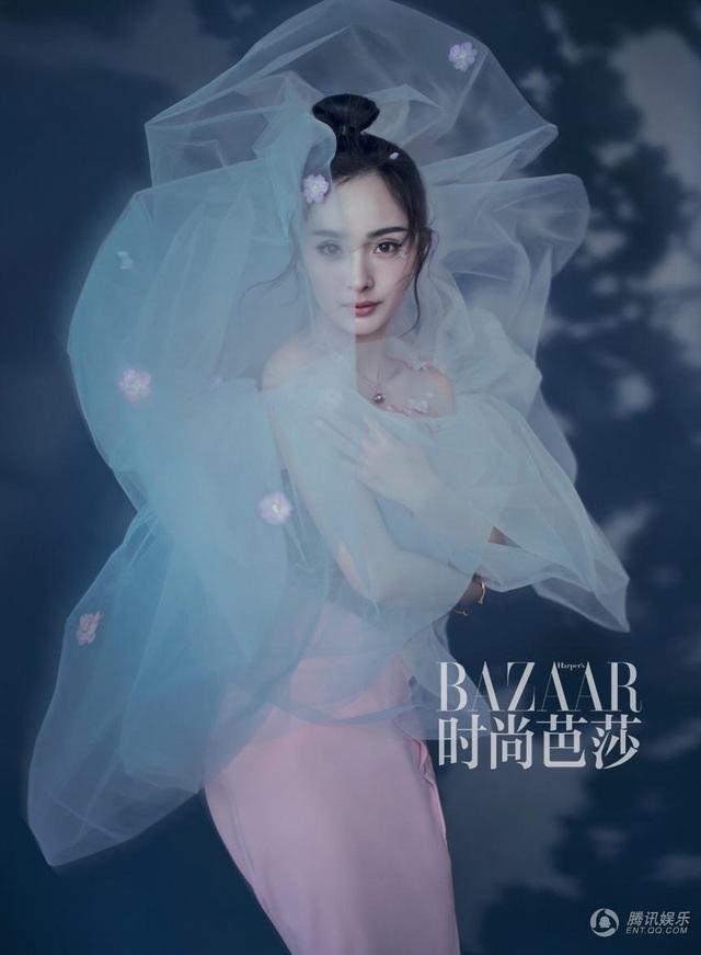 Tháng 4/2017, Dương Mịch xuất hiện ma mị và quyến rũ trên tạp chí Harpers Bazaar. Cuộc sống của cô hiện tại là ngập trong những buổi chụp hình, tham gia sự kiện và đóng phim. Cát-sê của cô trong mấy năm trở lại đây tăng chóng mặt dù diễn xuất của Dương Mịch vẫn chưa được giới chuyên môn đánh giá cao.