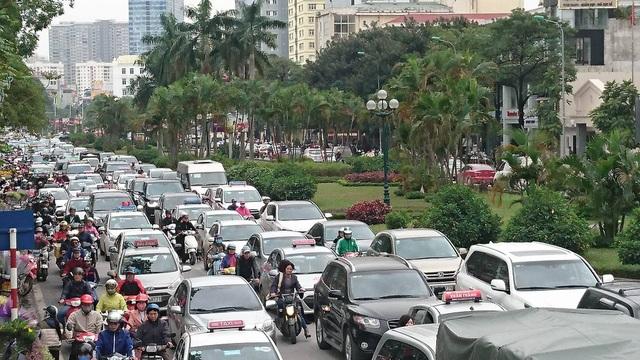 Hà Nội: Đường Nguyễn Chí Thanh bất ngờ ùn tắc kéo dài - 7