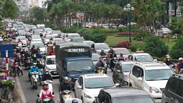 Hà Nội: Đường Nguyễn Chí Thanh bất ngờ ùn tắc kéo dài - 5