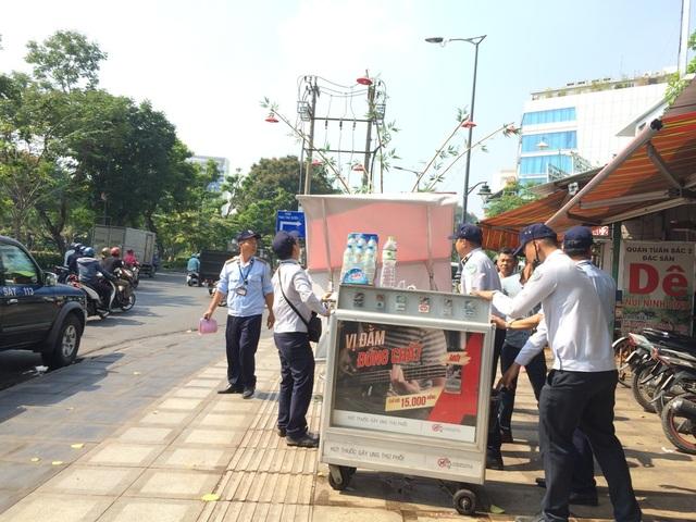 Xử lý tủ bán thuốc lấn chiếm vỉa hè đường Trường Sơn