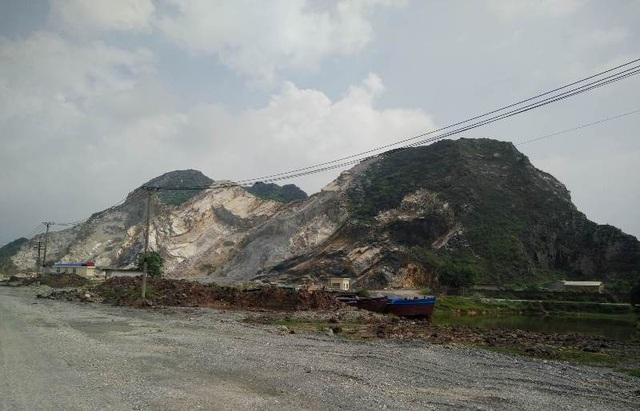 Đường vào Kẽm Trống đi từ phía tỉnh Ninh Bình sang ngày càng nham nhở