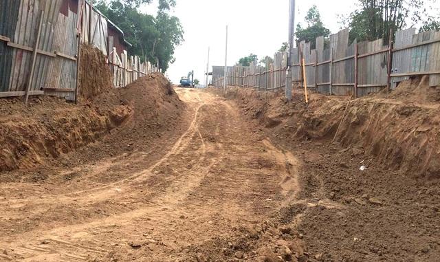 Công trình nâng cấp tuyến đường liên ấp Kiến An – Tân Lập trên địa bàn xã An Điền đang gặp phải sự phản đối quyết liệt từ người dân.