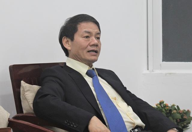Ông Trần Bá Dương, Chủ tịch HĐQT Thaco trả lời báo chí chiều hôm qua (8/12). (Ảnh: Hồng Vân)