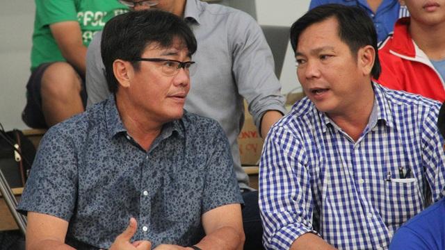ông Dương Vũ Lâm (trái) cho rằng việc sử dụng cầu thủ nhập tịch chỉ giải quyết thành tích trước mắt (ảnh: Trọng Vũ)