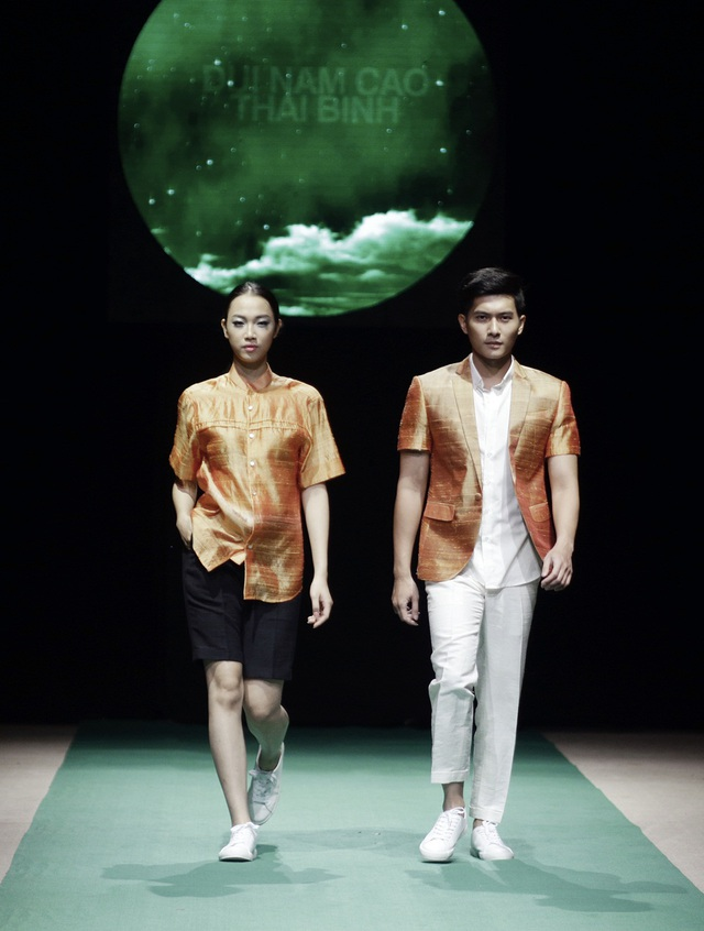 Các nhà thiết kế giải mã bế tắc của thời trang Việt trên sân khấu tối giản - 11