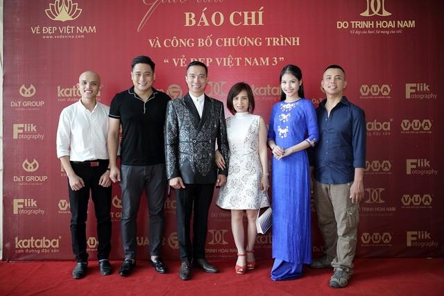 Diễn viên Minh Tiệp (thứ 2 từ trái sang) cũng tới tham dự sự kiện.
