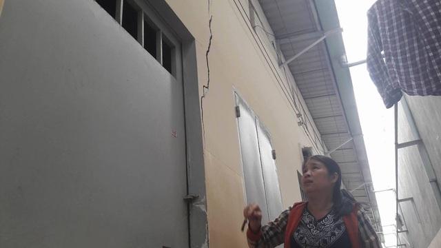Tường nhà dân cũng nứt