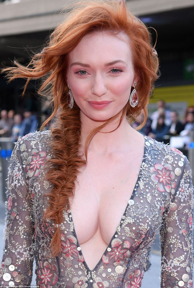 Ngôi sao đang lên của điện ảnh Anh quốc Eleanor Tomlinson quyến rũ dự lễ trao giải truyền hình ngày 14/5 vừa qua