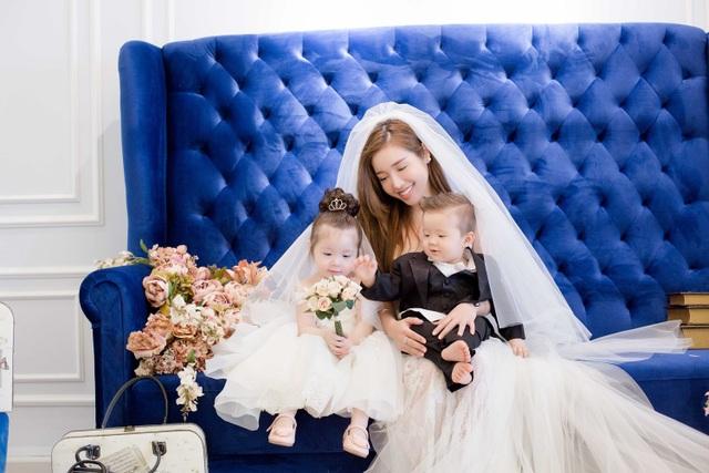 Elly Trần bất ngờ tung ảnh váy cưới chụp ảnh cùng hai con nhân ngày 8/3.