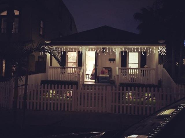 Căn nhà của người thân nữ diễn viên Elly Trần ở nước ngoài được cô chia sẻ trên trang cá nhân vào dịp Giáng sinh từng khiến nhiều người thích thú.