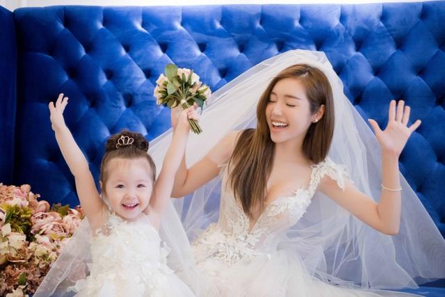 Elly Trần luôn đề cao việc dạy cho con gái về tình yêu thương gia đình.
