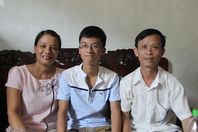 Ba mẹ đều là giáo viên nên em Minh có được nền tảng giáo dục tốt