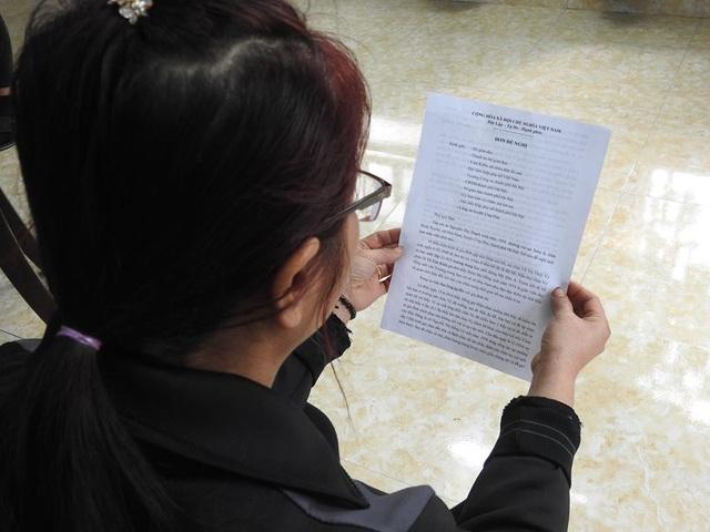 Mẹ nữ sinh V không đồng ý với kết luận điều tra và đã kiến nghị lên cấp cao hơn