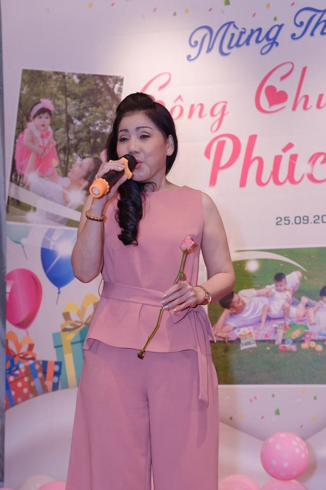 NSND Ngọc Giàu dự tiệc, hé lộ cuộc sống Én vàng Tuấn Anh sau 10 năm - 10