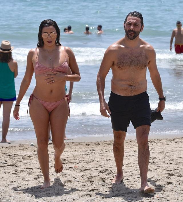 Eva Longoria cùng chồng doanh nhân osé Bastón đang tận hưởng kỳ nghỉ tại Tây Ban Nha