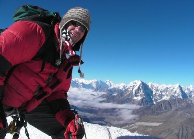 Ian Toothil là bệnh nhân ung thư đầu tiên thành công trong việc chinh phục đỉnh Everest