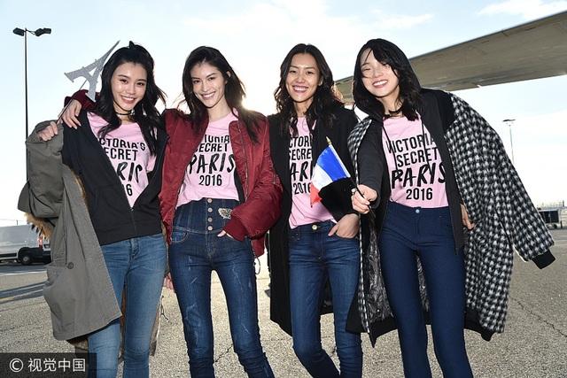 Xi Mengyao, He Sui, Liu Wen và Ju Xiaowen được coi là niềm tự hào của thời trang Trung Quốc. Sở dĩ Victorias Secret chọn Thượng Hải làm nơi diễn ra show lần này vì Thượng Hải nói riêng, Trung Quốc nói chung đang là thị trường cực tiềm năng của hãng nội y này.