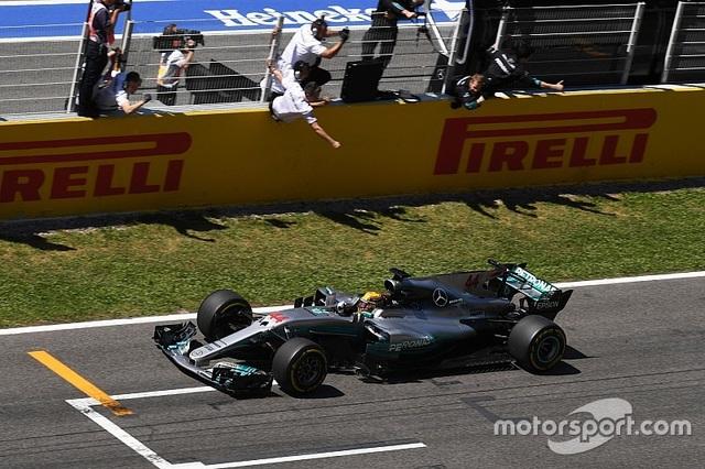 Vượt qua Vettel, Hamilton đăng quang tại Catalunya - 13