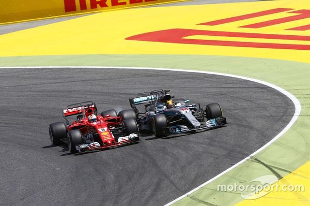 Vượt qua Vettel, Hamilton đăng quang tại Catalunya - 2